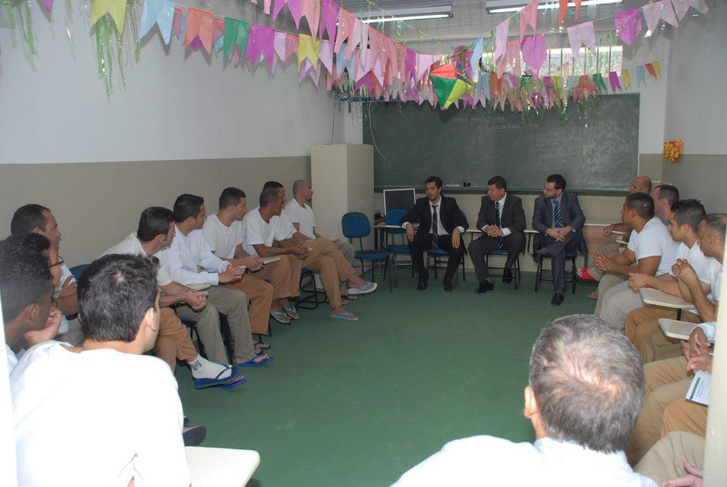 Encontro, que contou com a participação dos juízes Tiago Papaterra Limongi e Roberto Corciolli, realizado no Centro de Detenção Provisória Pinheiros III (2015).